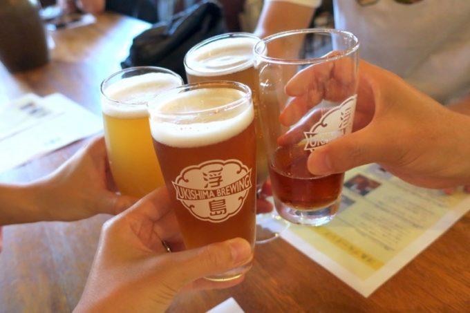 那覇「浮島ブルーイング」で飲んでいたら、偶然会社の同僚がやってきたので乾杯。