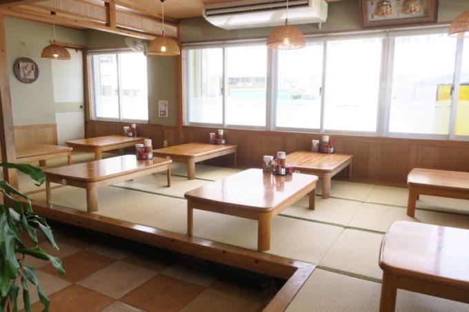 豊見城「よね食堂」の店内(お座敷席側)