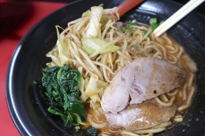 浦添「和風らぁめん はるや」辛胡麻味噌(750円)は野菜いっぱい!