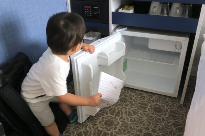 「ラ・ジェント・ホテル沖縄北谷」コンフォートツインの冷蔵庫。