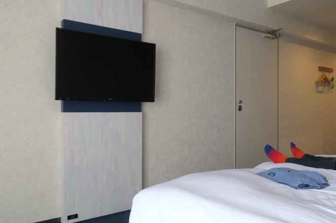 「ラ・ジェント・ホテル沖縄北谷」コンフォートツインの壁掛け薄型TV。