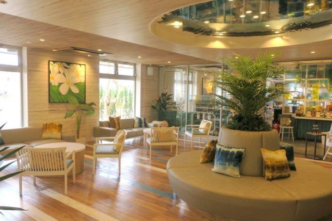 「ラ・ジェント・ホテル沖縄北谷」のロビー。