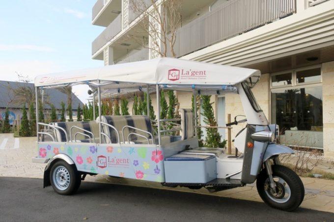 「ラ・ジェント・ホテル沖縄北谷」無料で乗車できるトゥクトゥクに乗ってアメリカンビレッジへ。