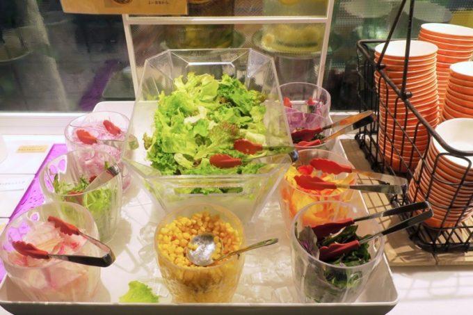 「ラ・ジェント・ホテル沖縄北谷」併設レストラン「ALLY's 沖縄 」モーニングビュッフェのサラダ。