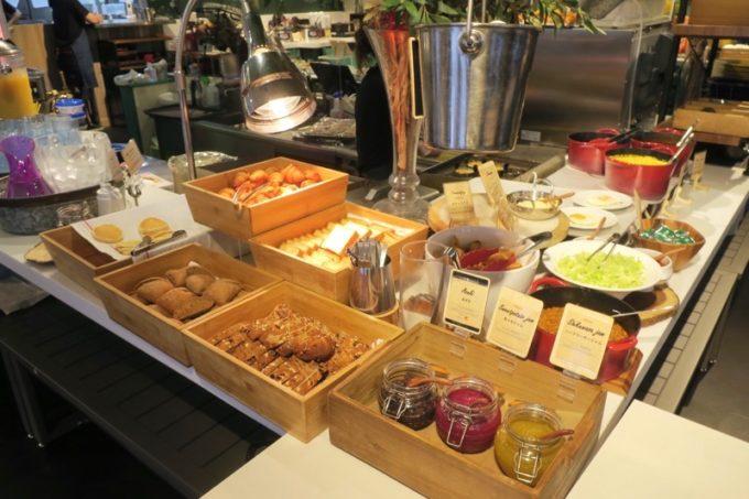 「ラ・ジェント・ホテル沖縄北谷」併設レストラン「ALLY's 沖縄 」モーニングビュッフェのパンなど。
