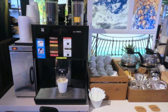 「ラ・ジェント・ホテル沖縄北谷」併設レストラン「ALLY's 沖縄 」モーニングビュッフェのコーヒーマシーン。