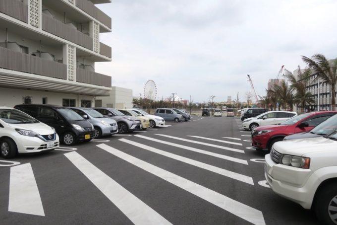 北谷・フィッシャリーナ地区にある「ラ・ジェント・ホテル沖縄北谷」の駐車場(その1)