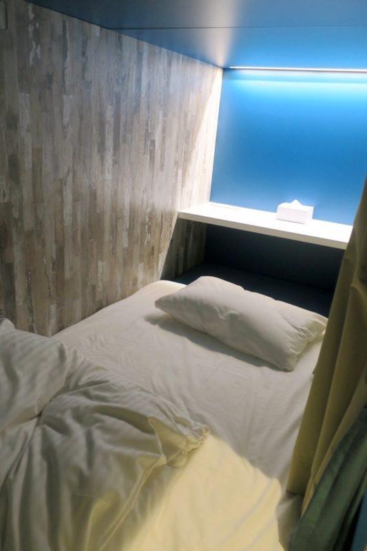 「ラ・ジェント・ホテル沖縄北谷」ドミトリールーム(シングル)の内部(その1)