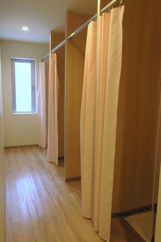 「ラ・ジェント・ホテル沖縄北谷」ホステルエリアのシャワールーム(その1)