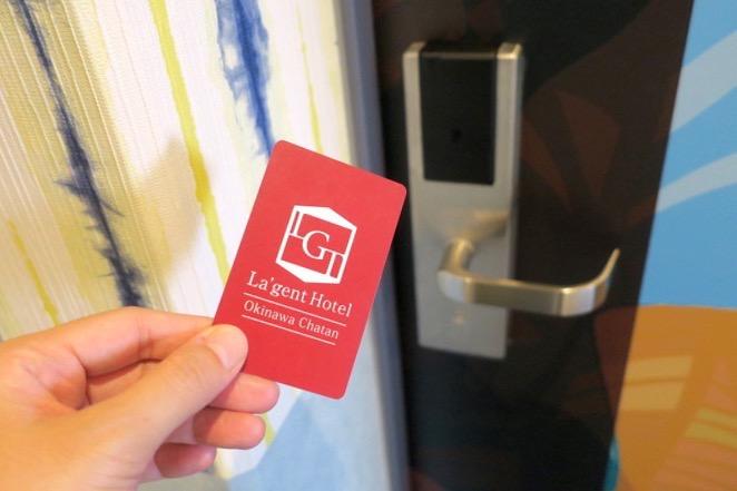 北谷・フィッシャリーナ地区にある「ラ・ジェント・ホテル沖縄北谷」のホテル宿泊エリアはカードキーがないと立ち入れない。