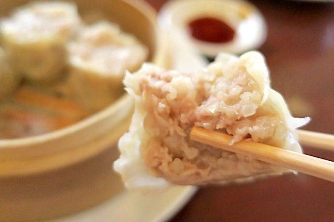 「担々亭 南上原店」の焼売は、お肉と香味野菜のバランスがよく、何個でも食べたくなった。