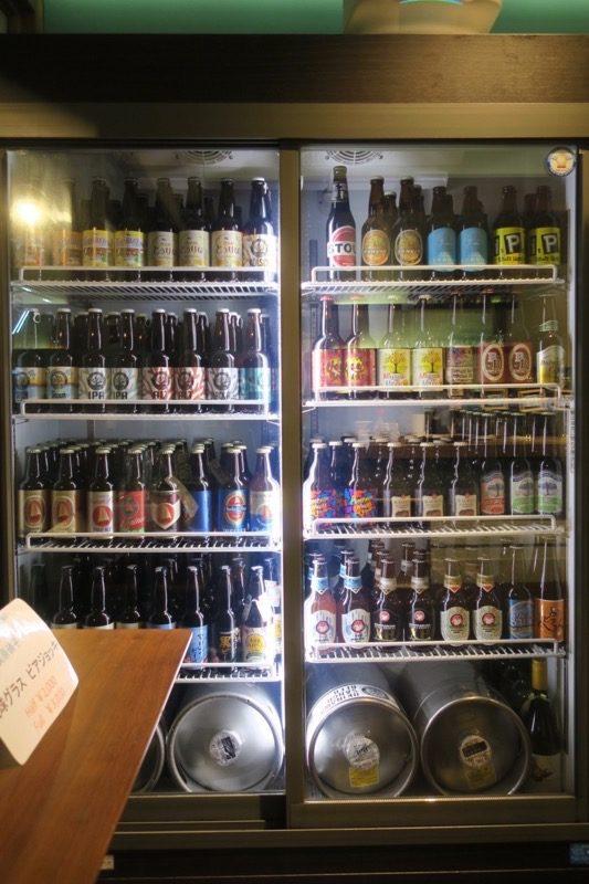 那覇・サンライズなは商店街「Taste of Okinawa(テイスト オブ オキナワ)」には国産ボトルビールも揃っている。