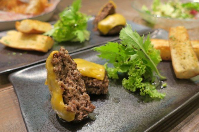 那覇・サンライズなは商店街「Taste of Okinawa(テイスト オブ オキナワ)」コース料理の本部牛ハンバーグ
