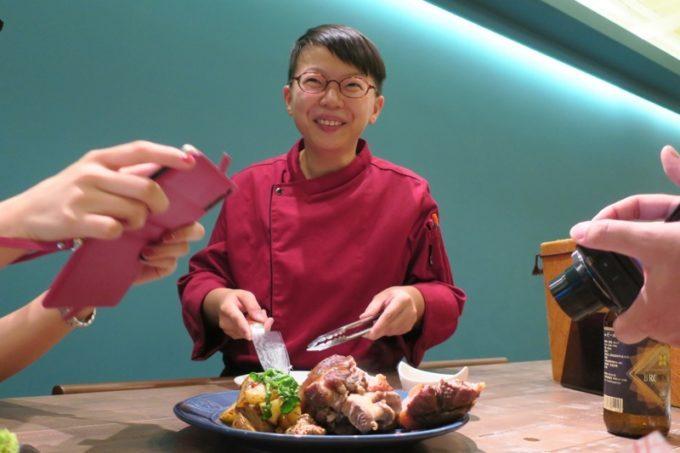那覇・サンライズなは商店街「Taste of Okinawa(テイスト オブ オキナワ)」のシェフ。