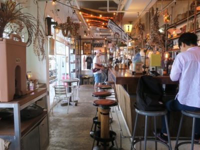 北谷「ジバゴコーヒーワークス(ZHYVAGO COFFEE WORKS OKINAWA)」の店内(その2)