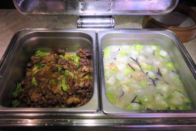 台北「グリーンワールドグランド南京(洛碁大飯店南京館)」朝食ビュッフェをいただく(炒め物など)