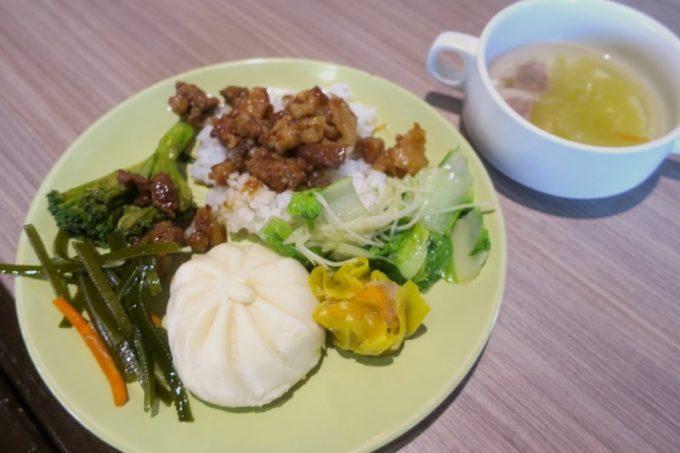 台北「グリーンワールドグランド南京(洛碁大飯店南京館)」で食べた朝食ビュッフェ。