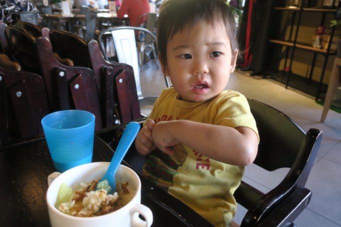 台北「グリーンワールドグランド南京(洛碁大飯店南京館)」で台湾の朝ごはんを食べるお子サマー。