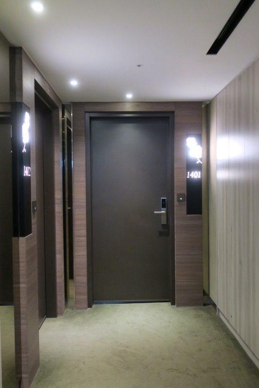 台北「グリーンワールドグランド南京(洛碁大飯店南京館)」今回利用した客室1401の入り口。