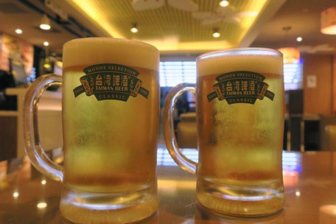 桃園国際空港T1出国ロビー「客家主題餐庁」で飲んだ18天台灣生啤酒(TWD100)