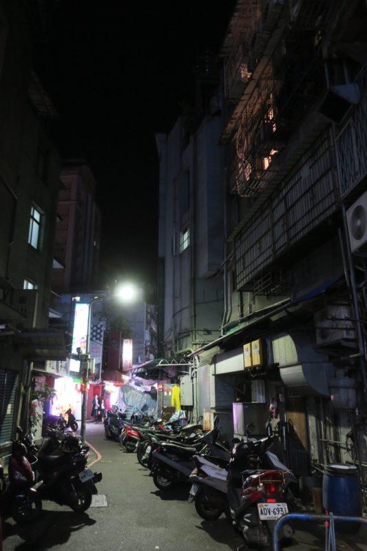 台湾・台北「公館夜市」23時過ぎの閑散としている様子。