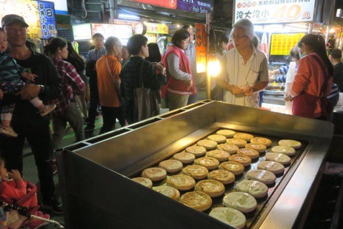 台湾・台北「公館夜市」で売られているおやき。
