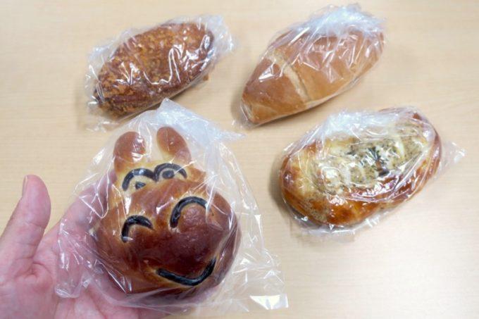那覇・国場「カバのパン屋さん」で買ってきたパンを食べてみる。