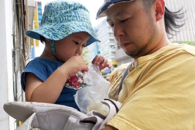 小腹が減っているのは私だけではなかったようで、「老哥水煎包(Laoge Shuijianbao)」の水煎包(豚肉、TWD15)を奪われた。