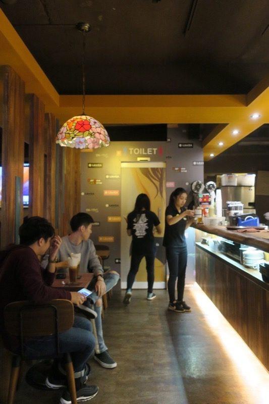 台北・士林夜市の中にあるカフェ「LATTEA」には、トイレがある!!!
