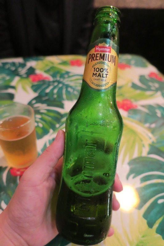 那覇・栄町「マンダレー食堂」のミャンマービール(700円)