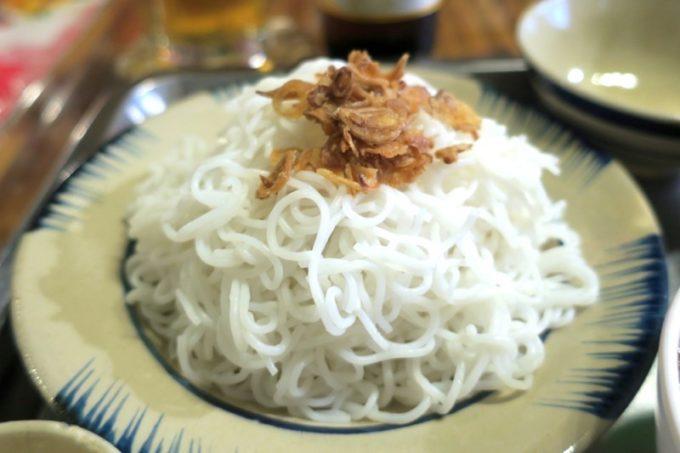 那覇・松尾「ノイカフェ」で食べた、ベトナムの国民食とも言えるブンチャーという麺。