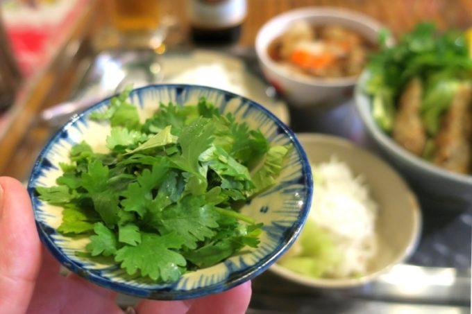 那覇・松尾のベトナム料理「ノイカフェ」ではパクチーが食べ放題!