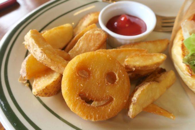 沖縄市・園田「RALPH'S BURGER RESTAURANT(ラルフズバーガーレストラン)」バーガーに添えられたポテトフライ。