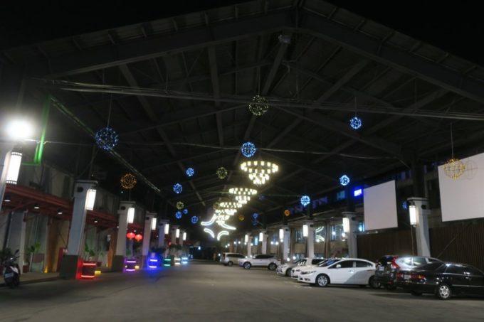 台湾ビール工場併設「Super 346 Live House」の広々とした駐車場。