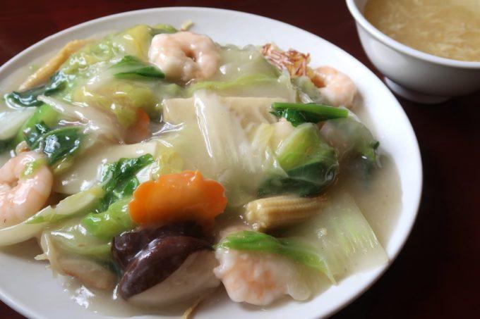 中城村「担々亭 南上原店」蝦仁炒麺(エビかけ焼きそば、1050円)