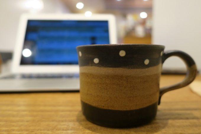 那覇・牧志「トックリキワタ珈琲店」では工房ことりのの焼き物を採用している。