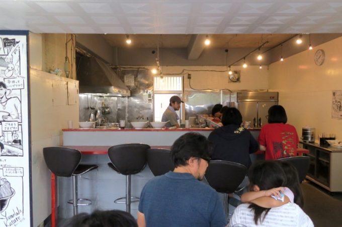宜野湾「ユメヲカタレ オキナワ(Yume Wo Katare Okinawa)」の店内。