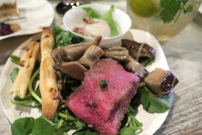 伊江島「ビーチグランピングBBQ」で取り分けてきたお料理(その3)
