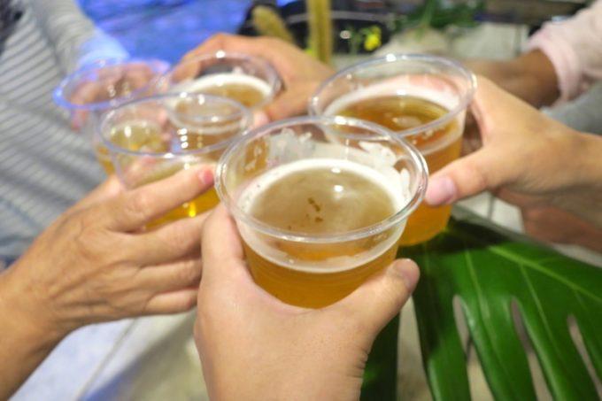 伊江島「ビーチグランピングBBQ」まずはビールで乾杯。
