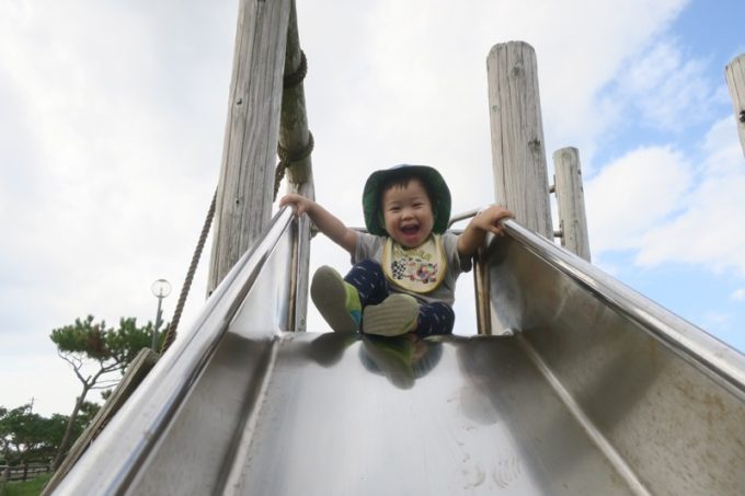 伊江島の阿良地区にある集会所の公園で遊ぶお子サマー(その2)