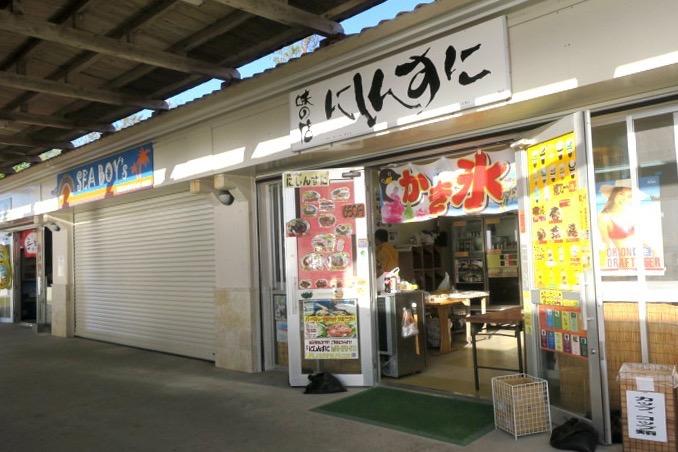 伊江島「伊江ビーチ」の売店は3つある。