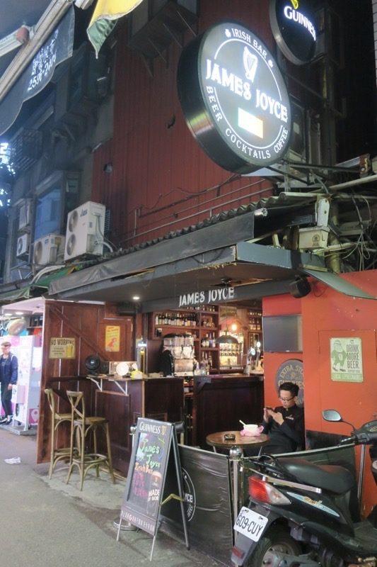 台北・公館夜市のアイリッシュバー「James Joyce」の外観。