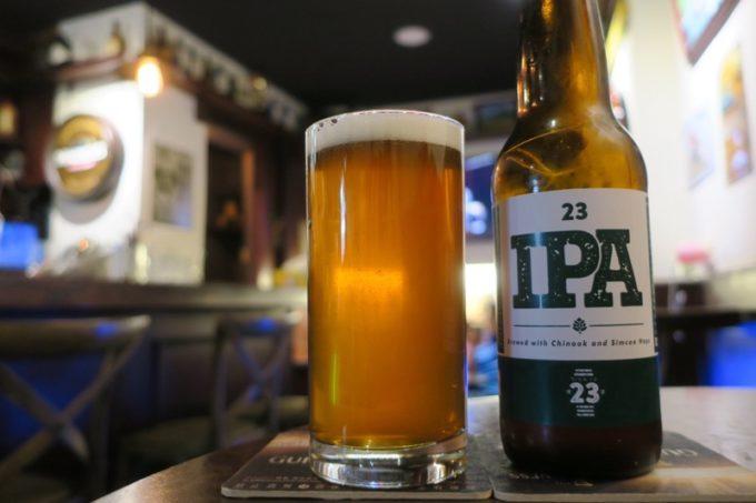 台北・公館夜市のアイリッシュバー「James Joyce」で23Brewing CompanyのIPAを飲んだ。