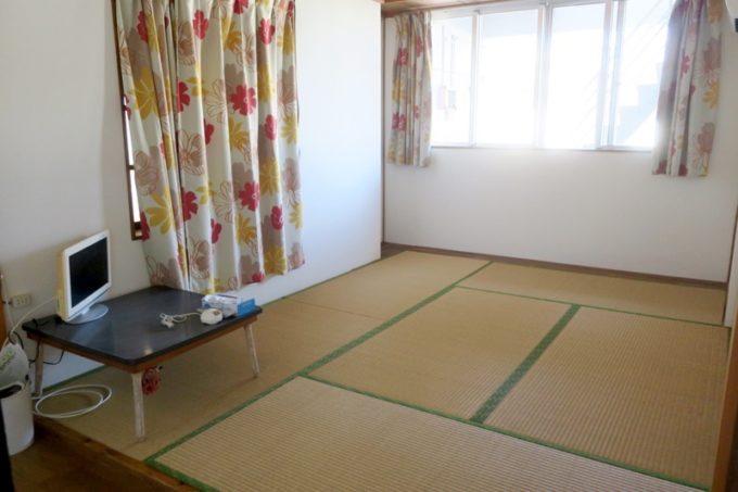伊江島「民宿かりゆし」の空き部屋が空いていたので撮影させてもらった。