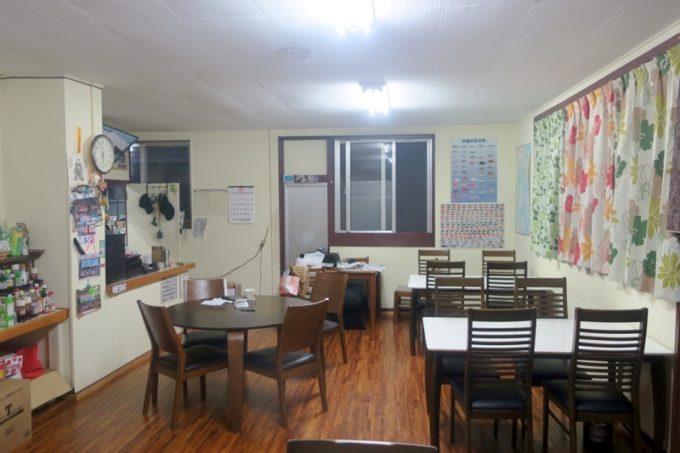 伊江島「民宿かりゆし」の食堂。