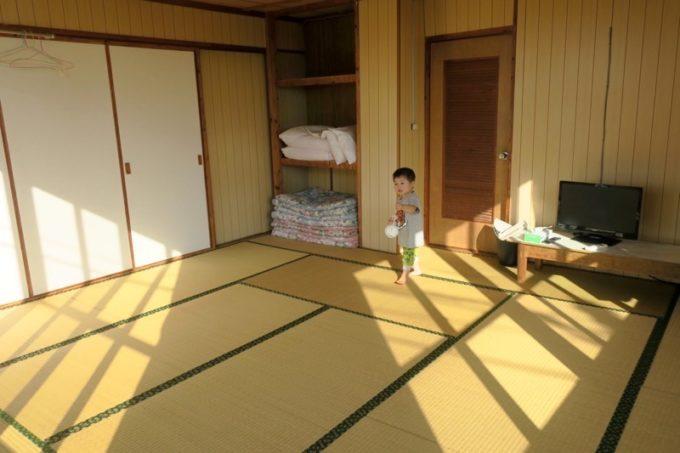 伊江島「民宿かりゆし」の客間は和室。