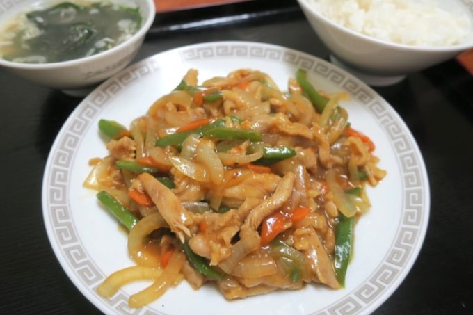 伊江島「食事処 岬」の鶏肉カレー炒め(700円)