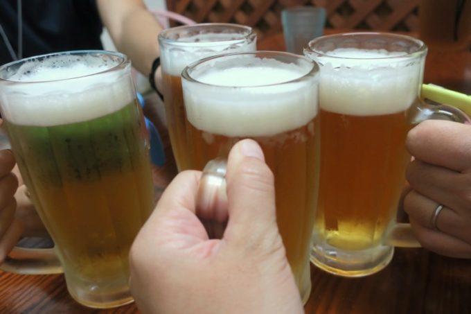 伊江島「食事処 岬」のビール(500円)で乾杯。