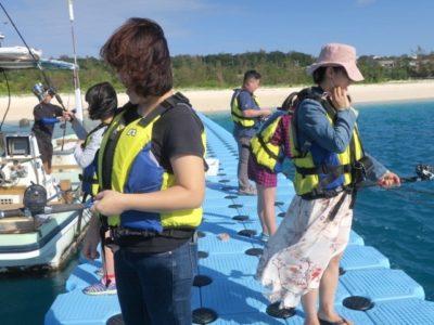 伊江島の魚類養殖場のいかだ釣りの様子を撮影してもらった(その2)