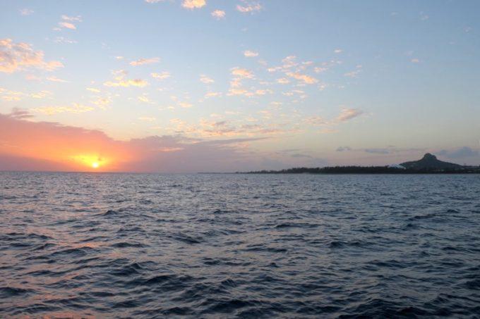 伊江島タッチューと夕日。